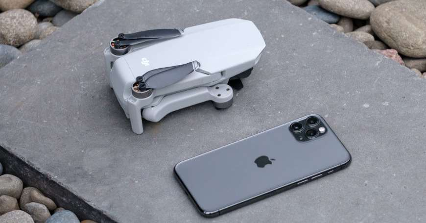 DJI Mavic Mini dron je veličine tri telefona naslagana jedan na drugi, ima domet 4 km i stabilno lebdenje zahvaljujući GPS-u